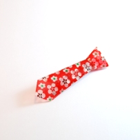 FAS1334a-broche-origami-cravate-rouge-fleurs-fraisesausucre
