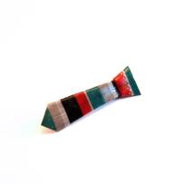 FAS1342a-broche-cravate-origami-rayures-rouge-gris-bleu-fraises-au-sucre