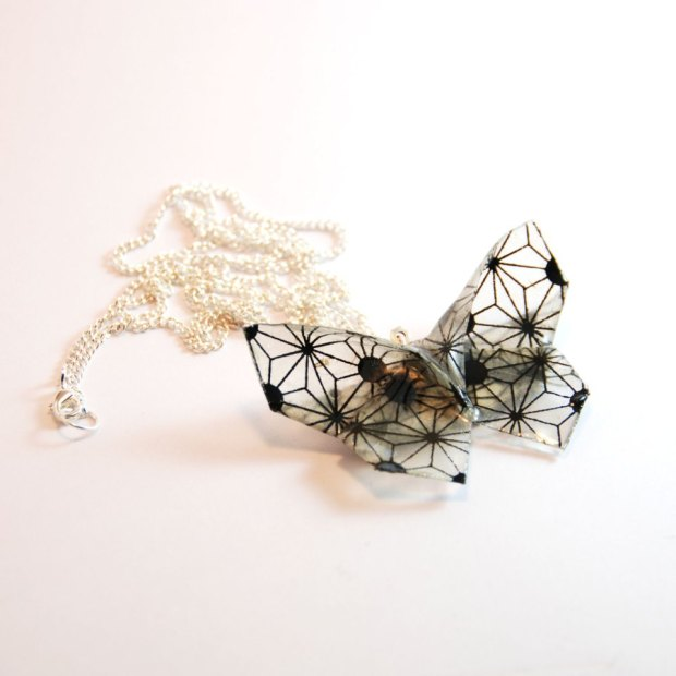 Collier-papillon-origami-trame-transparent